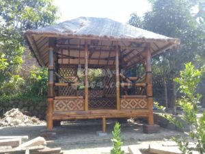 harga gazebo bambu